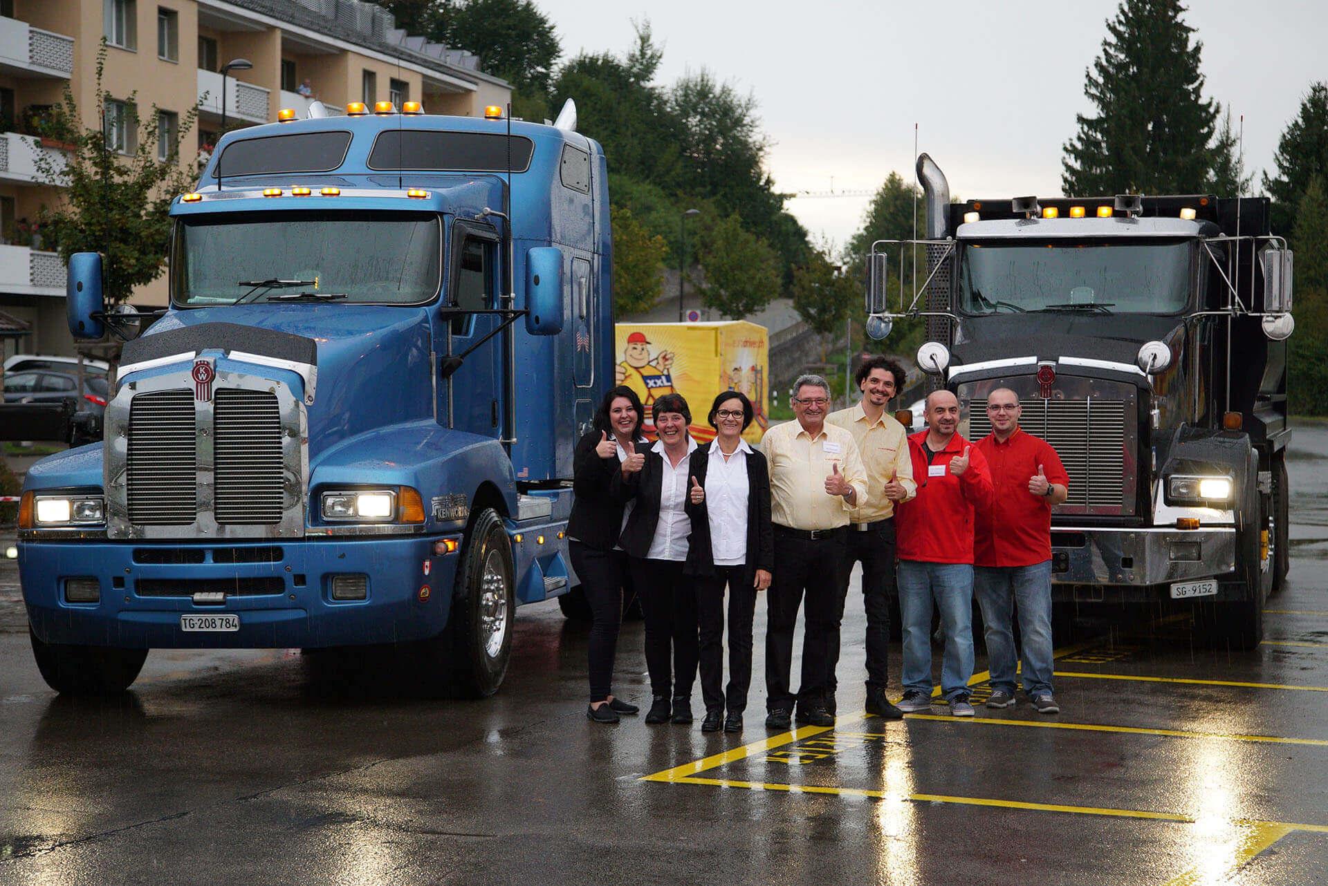 Das Eurodriver AG Team mit LKWs